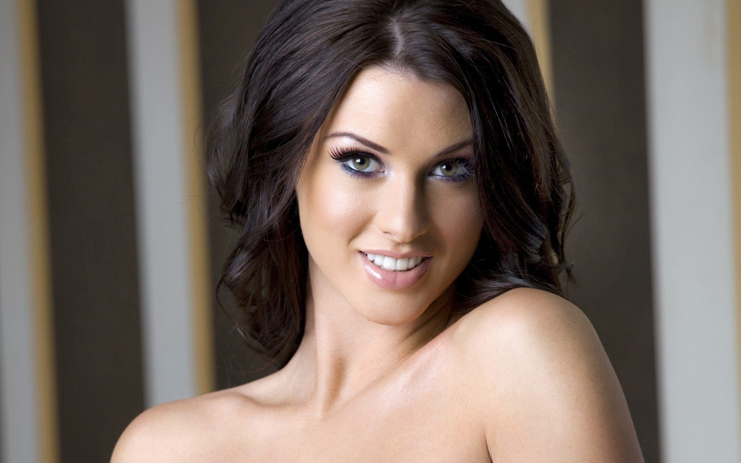 Alice Goodwin Wallpapers Images Photos Pictures Backgrounds