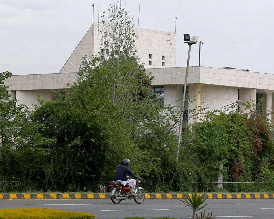 Pakistan Blocks Social Media Access Amid Anti-France